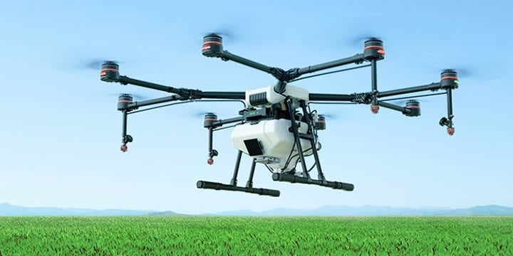 DJI Agras MG-1Sは液体の農薬 肥料および除草剤の散布を高精度に適正な割合で行うためのオクトコプターです。