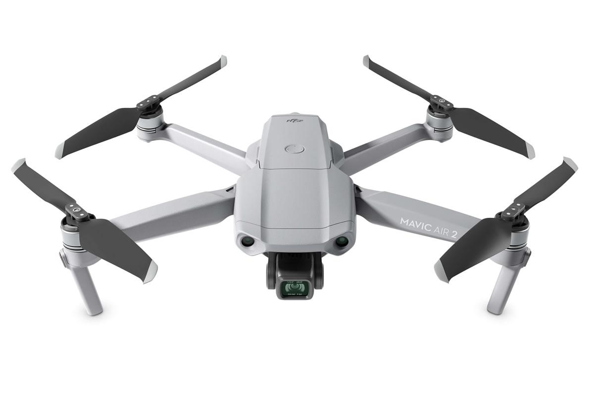 コンパクトなボディに高度な画像処理能力とパワフルな飛行性能を併せ持つMavic Air 2は、鮮明な48 MP写真を捉える1/2センサー、OcuSync 2.0を搭載し、最大34分のバッテリー駆動時間を実現しています。