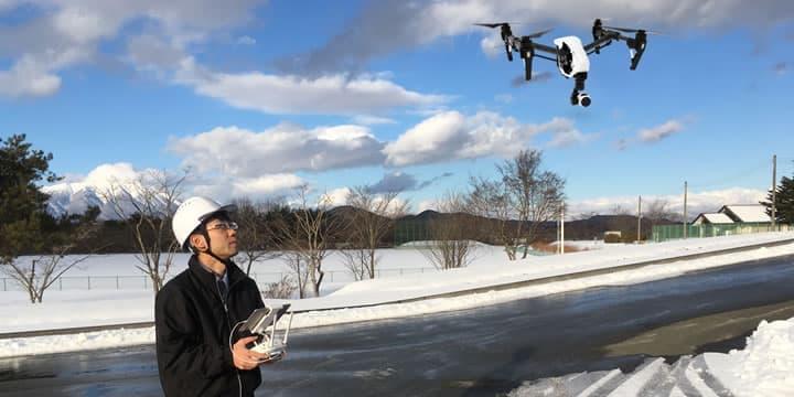ドローンショップ仙台では、土木・建設現場の調査に必要な空撮による測量サービスにも対応しております。